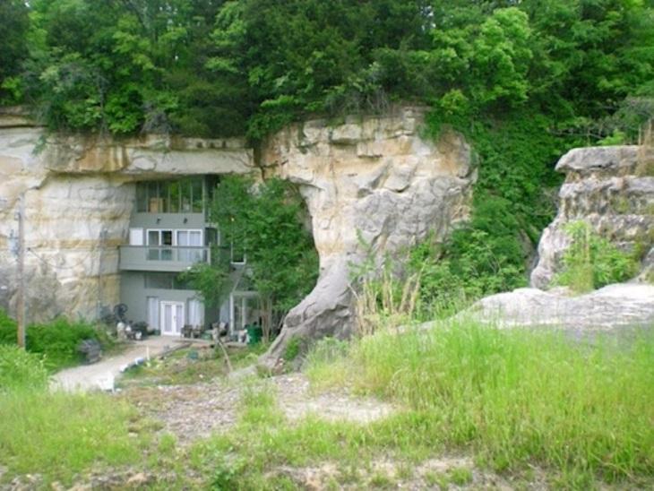Удивительные дома, построенные прямо в пещере, 20 фото