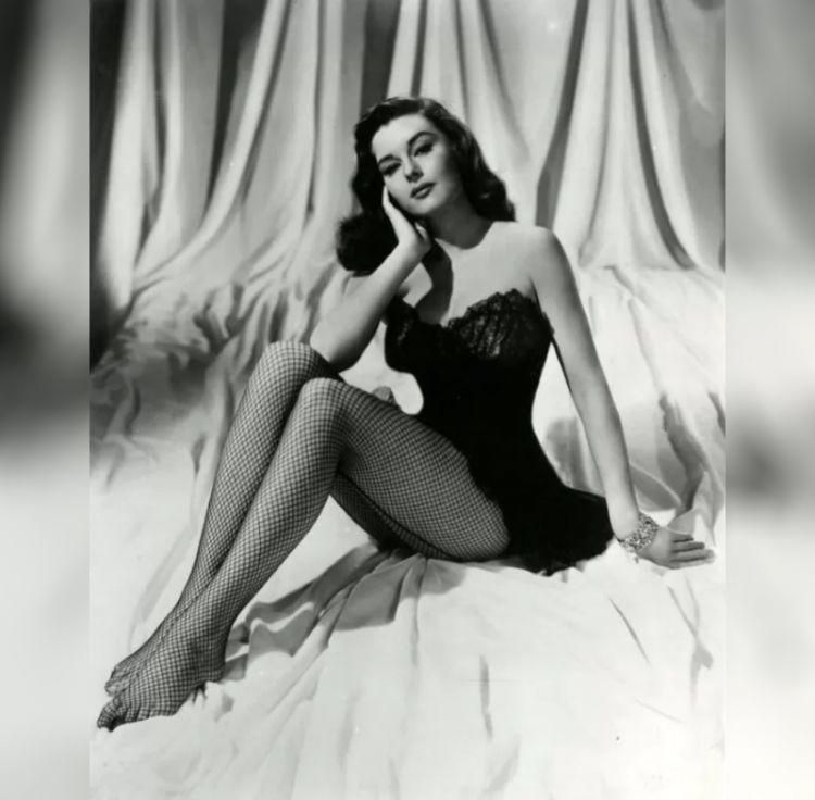 Элейн Стюарт_звёзды 50-х в сетчатых чулках